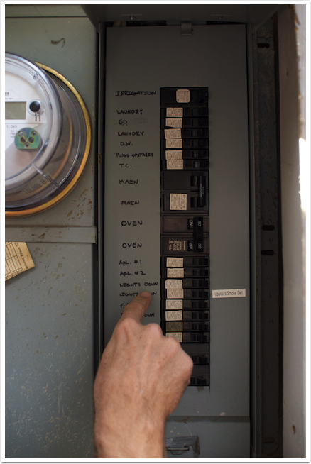 06 Turning off the circuit breaker
